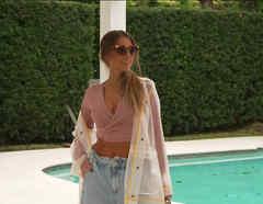 Modelo de ropa color pastel
