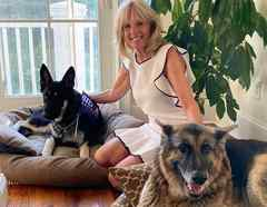 Jill Biden y sus perros
