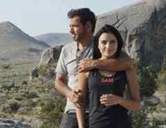 Aislinn Derbez y Eugenio Derbez en un paseo por las montañas