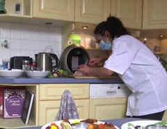 Chefs de París van a las casas de sus clientes a cocinar