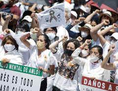 Miles de Mexicanos salen