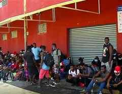 Albergan a cientos de migrantes haitianos en Nuevo León