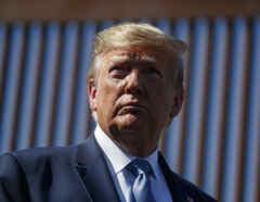 Imagen de archivo del presidente, Donald Trump, en la frontera sur.