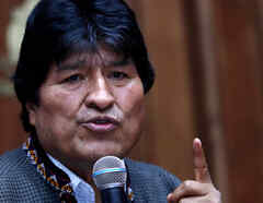 El expresidente de Bolivia Evo Morales viajó a Cuba el viernes para una visita médica desde México, donde está exiliado tras su abrupta salida del gobierno.
