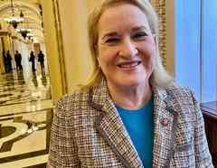 La congresista hispana por Texas, Sylvia García, figura entre los siete fiscales que llevarán el juicio politico contra Trump en el Senado