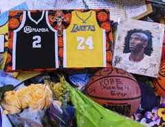 Recuerdos de los fans de Kobe Bryant y su hija Gianna.