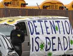 Una protesta en Los Ángeles el 7 de abril que solicita que se libere a presos para prevenir la propagación del coronavirus.