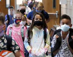 Un grupo de estudiantes en una escuela en Godley, Texas.