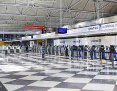 Una imagen del aeropuerto internacional de O'Hare en Chicago, vacío por la cancelación de vuelos.