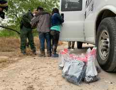Inmigrantes detenidos por la Patrulla Fronteriza en La Joya, Texas