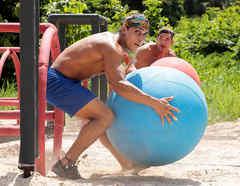 Elías y Ramiro con pelotas