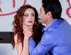Gabriel Porras ahorcando a Elsy Reyes en Los Miserables