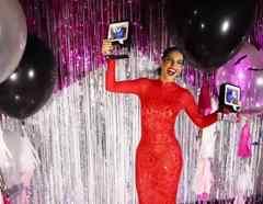 Gaby Espino en la cámara 180 en Premios Tu Mundo 2016