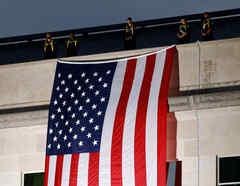 Bandera de EEUU colocada en honor al aniversario del 11 de septiembre