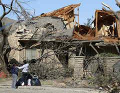 Poderoso tornado en Dallas deja miles de personas sin electricidad y casas enteras destrozadas