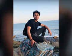 La imagen de Gerson Aldair, un migrante salvadoreño que dejó su país y ahora cumple uno de sus sueños en Estados Unidos