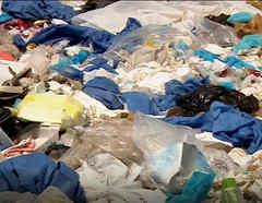 Imágenes de un basurero con residuos de hospitales que atienden a pacientes de COVID-19