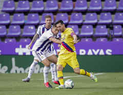Alcaraz del Real Valladolid, Lionel Messi del FC Barcelona durante la Liga Santander en el Estadio Municipal José Zorrilla