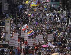 Miles de personas marchan en Berlín.