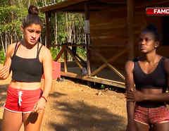 Nona y Yamilet caminan afuera de la Cabaña