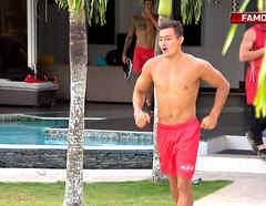 Carlos corre a la piscina de la Fortaleza