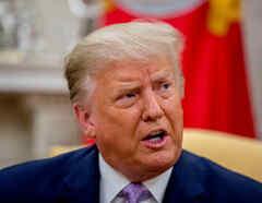 El presidente de los Estados Unidos, Donald Trump, habla durante una reunión con el gobernador de Arizona Doug Ducey en la Oficina Oval de la Casa Blanca en Washington, DC, EE.UU.