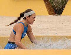 Dennhi entra en la piscina del circuito dorado