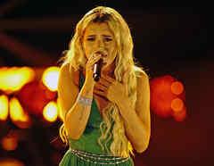 Andrea Serrano en la semifinal de La Voz US 2