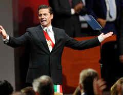 El presidente de México, Enrique Peña Nieto, hace un gesto después de pronunciar su sexto y último discurso sobre el estado de la Unión en el Palacio Nacional en la Ciudad de México, México