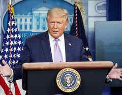 El presidente de Estados Unidos, Donald Trump, habla durante una sesión informativa sobre la pandemia de la enfermedad del coronavirus en la Casa Blanca en Washington, Estados Unidos.