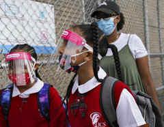 Niñas acuden a una escuela del Bronx, en Nueva York, el pasado día 9 de septiembre.