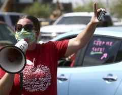 Maestros en Arizona se manifiestan por el regreso a clases en medio de la pandemia