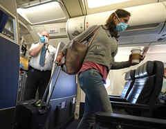 Una pasajera en un vuelo de United Airlines