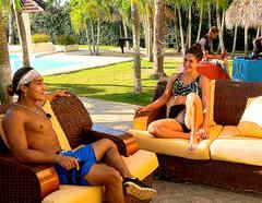 Elías y Nona conversan en la Fortaleza