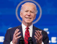 El presidente electo, Joe Biden, describe el plan de administración de la vacuna contra el coronavirus durante una conferencia de prensa en Wilmington, Delaware.