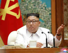 Kim Jong-Un preside una reunión del comité gobernante de Corea del Norte.