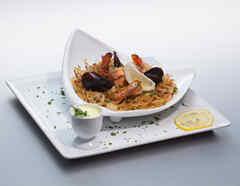 Fideua de mariscos con salsa de alioli
