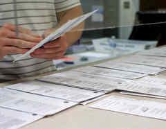 Las autoridades aconsejan usar los recursos en línea para cerciorarse de que sus boletas por correo fueron contadas.