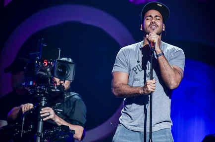Romeo Santos en el ensayo de los Premios Billboard 2015