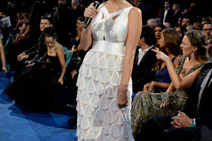 Giselle Blondet presentando en los Latin Grammys 2014