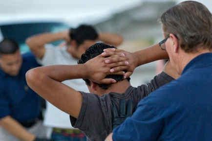 Inmigrantes indocumentados listos para ser deportados a sus países de origen