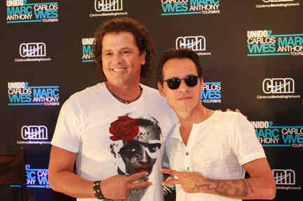 Carlos Vives y Marc Anthony en la conferencia de prensa anunciando su gira Unido2 desde el hotel Fountainbleau.