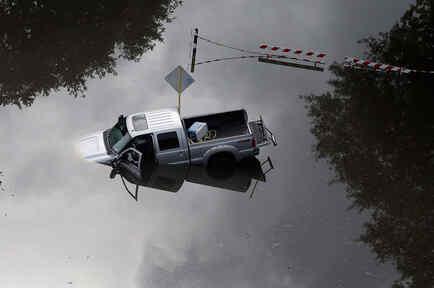 camion cubierto por las aguas en texas