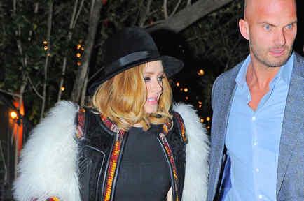 Paparazzi saca foto a Adele junto a Peter Van der Veen en Nueva York