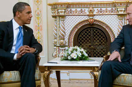 US President Barack Obama (L) and Russia