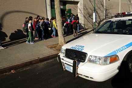 Policía en escuela de NY