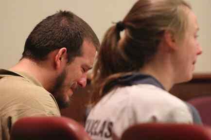 José Torres y Kayla Norton en el juzgado donde escucharon su condena