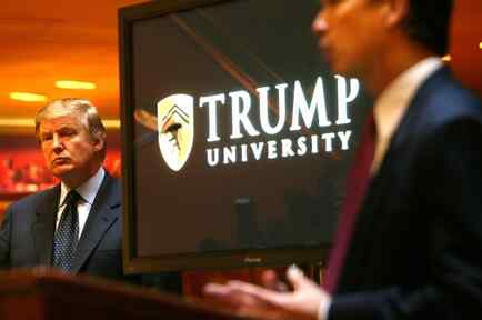Presidente Trump en un acto de la Trump University