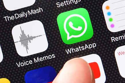 En la imagen el icono de WhatsApp en un teléfono móvil, la aplicación de mensajería instantánea que usan millones de personas.
