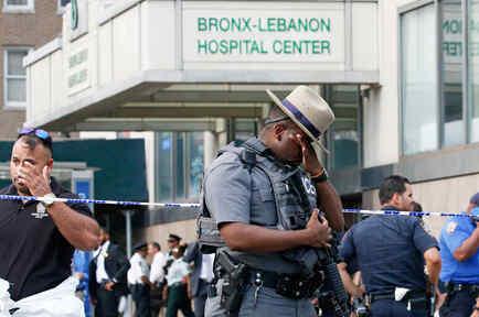 Agentes de seguridad rodean el hospital Bronx-Lebanon luego que un ex empleado abrió fuego